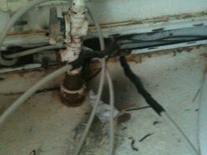 Elektriker El vagten 23. efter brandt kabler og samlinger i en kanal Hillerød. Det skal bemærkes det er i et badeværelse, så er ikke så glad.